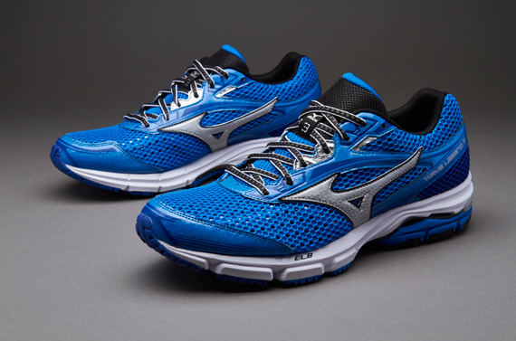 Mizuno_wave_legend_3
